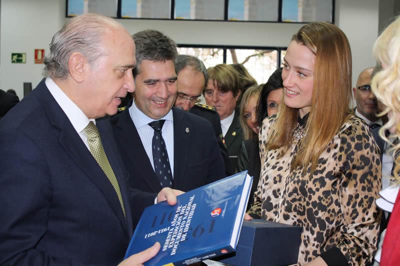 El ministro del Interior destaca que el nuevo DNI electrónico 3.0 contribuirá a hacer de España un país más seguro al mejorar la seguridad documental