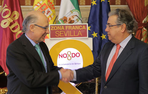 Montoro y Zoido firman la constitución del Consorcio para la Zona Franca de Sevilla