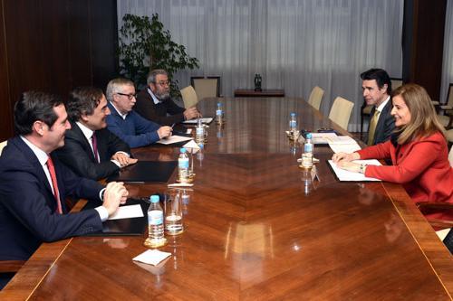 Los ministros de Industria, Energía y Turismo y de Empleo y Seguridad Social abren un marco de colaboración con empresarios y sindicatos