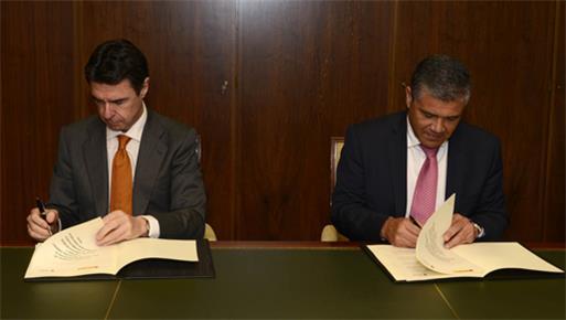 El ministro de Industria, Energía y Turismo firma un acuerdo con el Ayuntamiento de Mogán