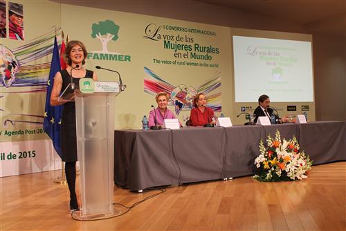 """García Tejerina: """"La agricultura europea no puede existir sin la presencia y el trabajo de las mujeres"""""""