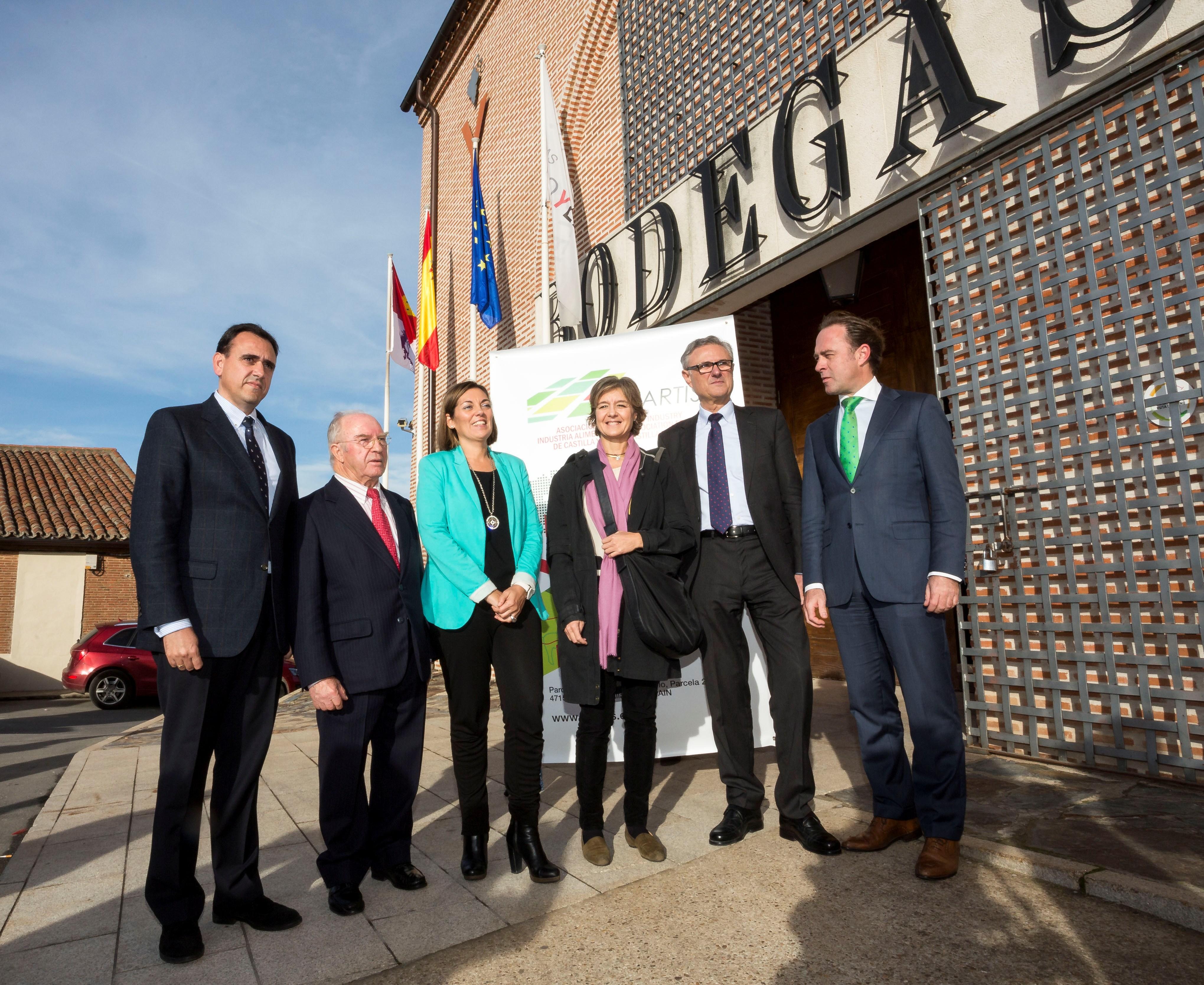 García Tejerina se reúne con la junta directiva de la asociación Vitartis