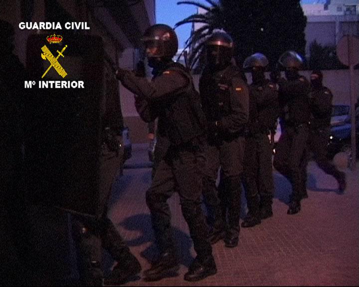 La Guardia Civil registra un domicilio en Barcelona relacionado con dos personas detenidas en Suiza por su vinculación con el terrorismo yihadista