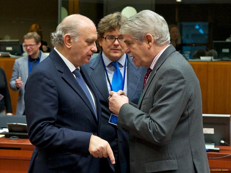 Fernández Díaz anuncia en Bruselas que España pone en marcha una campaña de comunicación estratégica contra el aparato propagandístico del DAESH