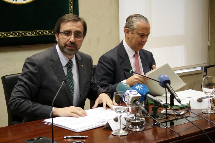 El director general de la Guardia Civil y el rector de la Universidad de Jaén firman cuatro convenios de colaboración