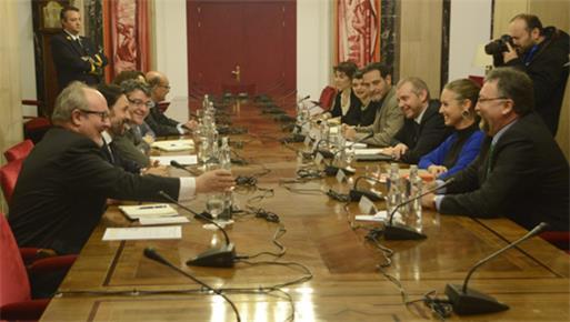 Álvaro Nadal ha mantenido la primera reunión con los grupos parlamentarios para abordar medidas en la lucha contra la pobreza energética y la reforma del bono social.